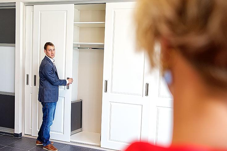Stalen Draaideurkasten  Tweedehands deurs stalen kast te koop